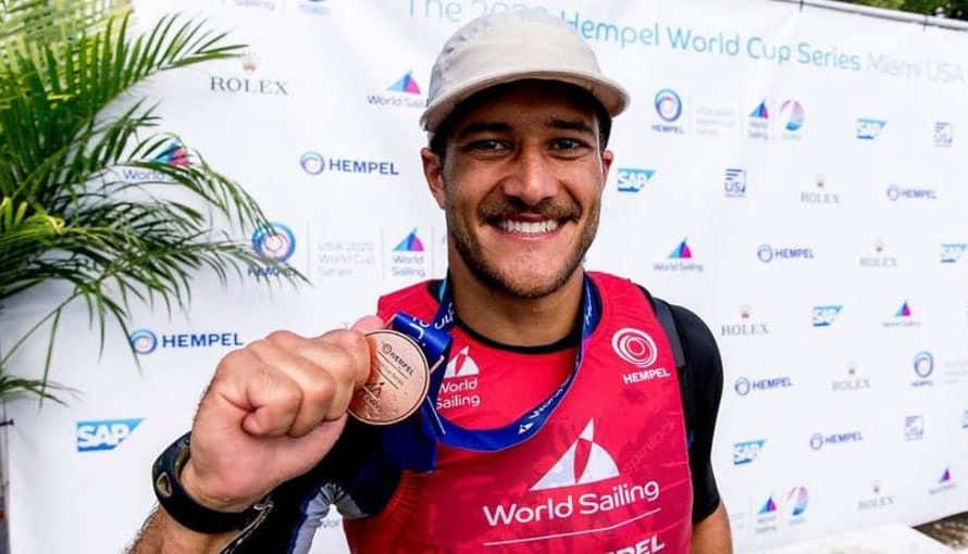 Deportista salvadoreño gana medalla de bronce en un torneo en Miami