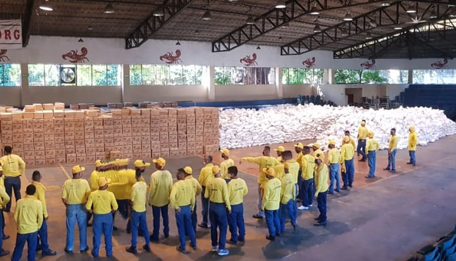 Gobierno de Bukele delega a privados de libertad la entrega de paquetes del PES casa por casa