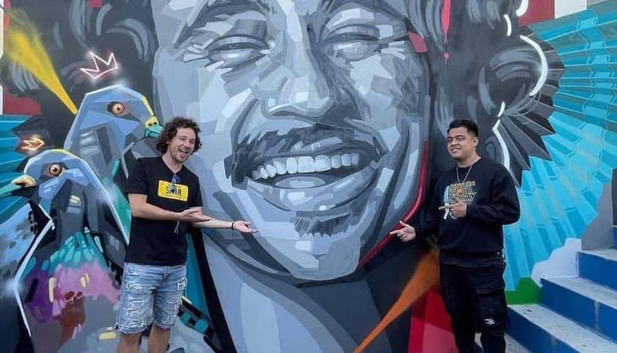 Salvadoreño inmortaliza a Luisito Comunica en un mural en Nuevo Cuscatlán