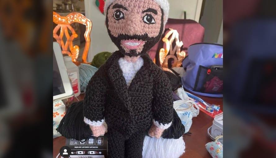 Salvadoreños crean muñeco de tela del Presidente Bukele y se viraliza en redes sociales